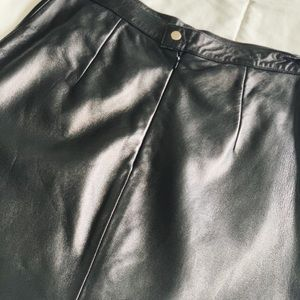100% Leather High Waisted Mini Skirt in Black